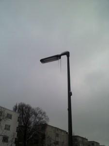 klares Zeichen für Frühling?? Eiszapfen an der Straßenlaterne
