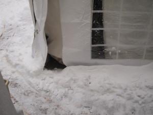 Schnee vor dem Zelt